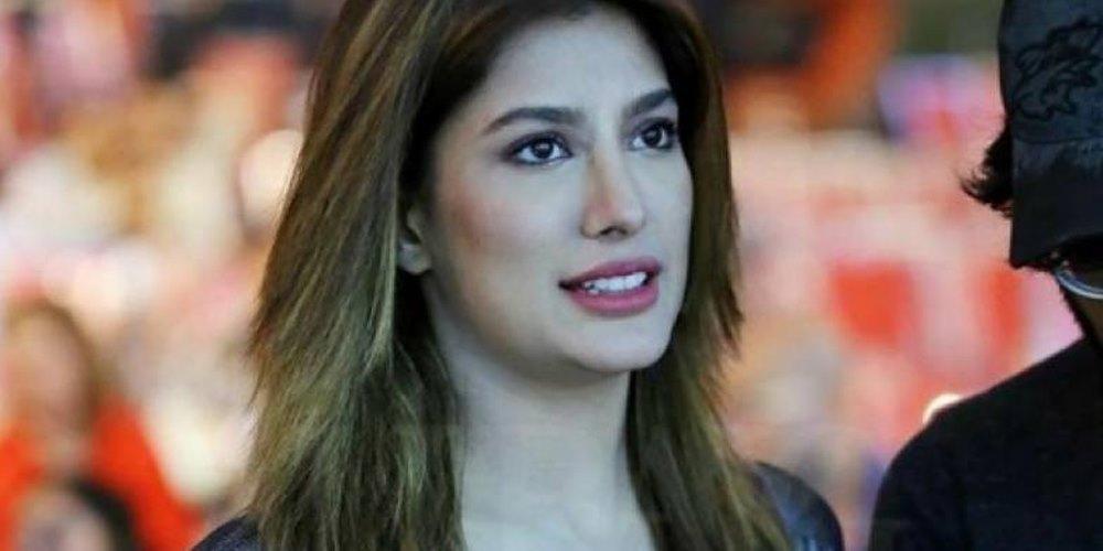مہوش حیات نے بھی ڈراما کی دوبارہ نشریات پر اداکاروں کو معاوضہ دینے کے حق میں آواز بلند کر لی