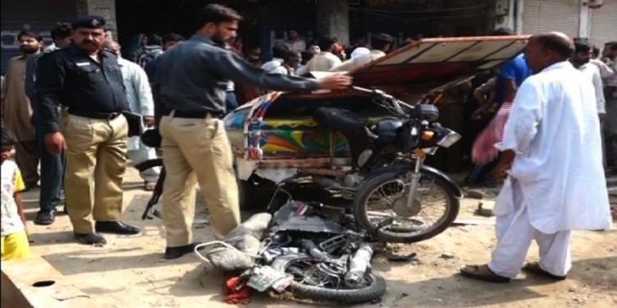 سجاول میں موٹر سائیکل اور چنگچی رکشے میں تصادم، 1 شخص جاں بحق اور 4 افراد شدید زخمی thumbnail
